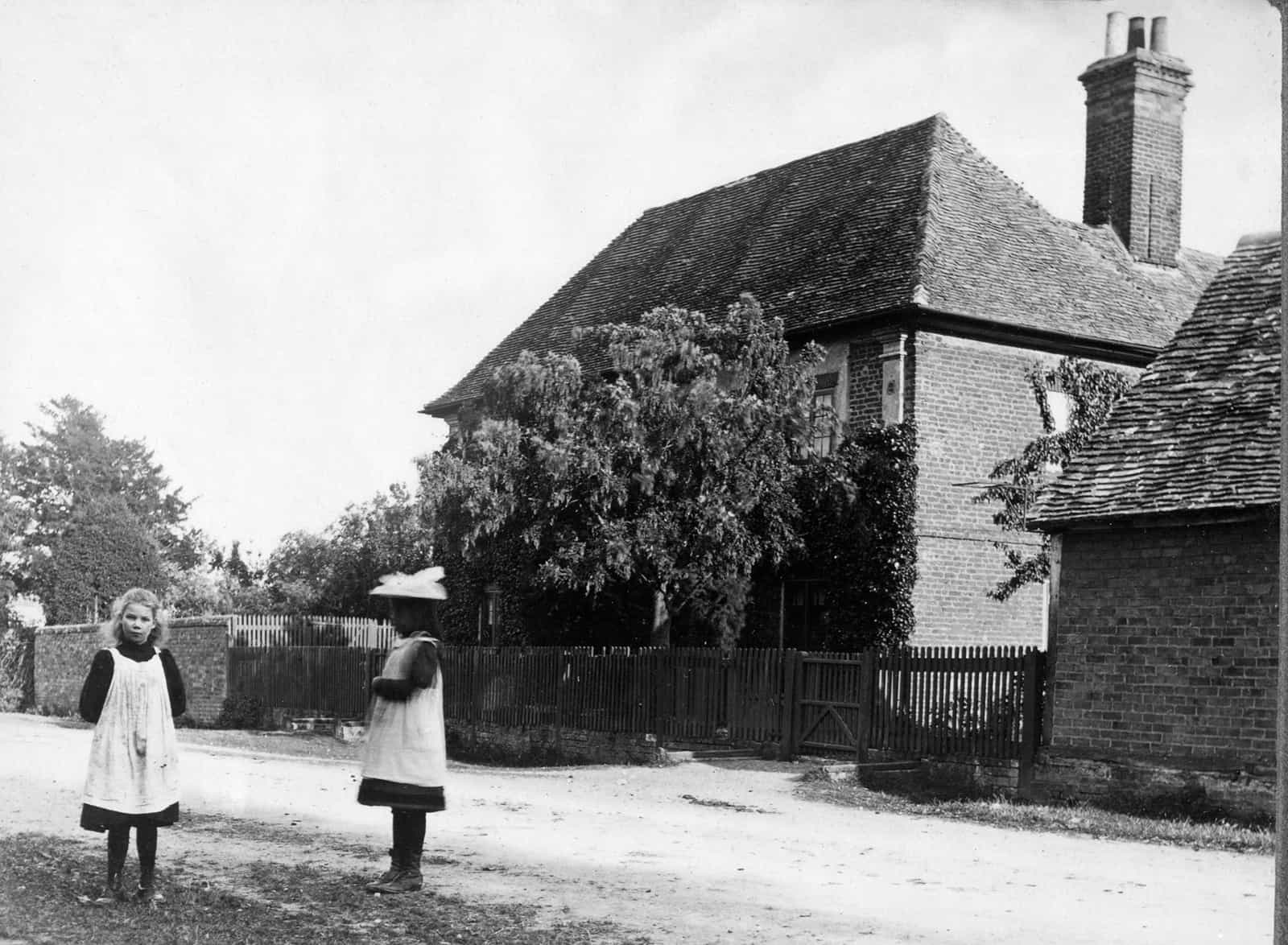 Old photo of Ivy House in Spaldwick